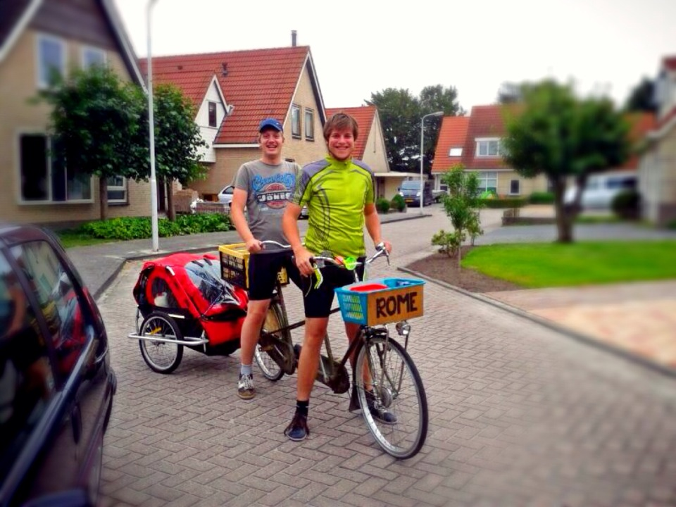 Leaving on the tandem bicycle to Rome